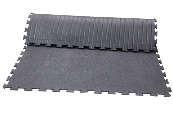 INTERLOCK STABLE MAT WITH AMOEBIC TOP